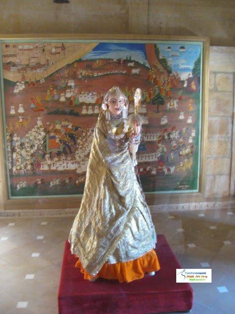 Gawarja mata Wooden Idol