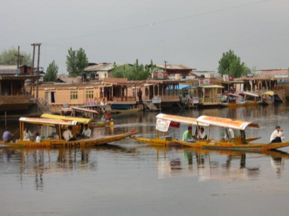 Dal lake : Shikara and House Boat